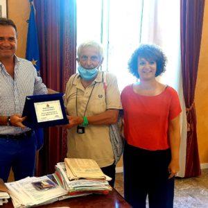 A Porto San Giorgio da 50 anni per le vacanze. Giuseppe Rappelli ricevuto dal sindaco