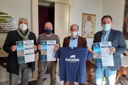 """Fermo. Nasce l'associazione """"Plastic free"""". Domenica la prima passeggiata ecologica a Marina Palmense"""