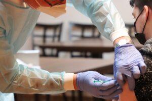 Vaccini. Sabato parte la campagna per gli over 80. Da fine marzo somministrazioni pure a Fermo